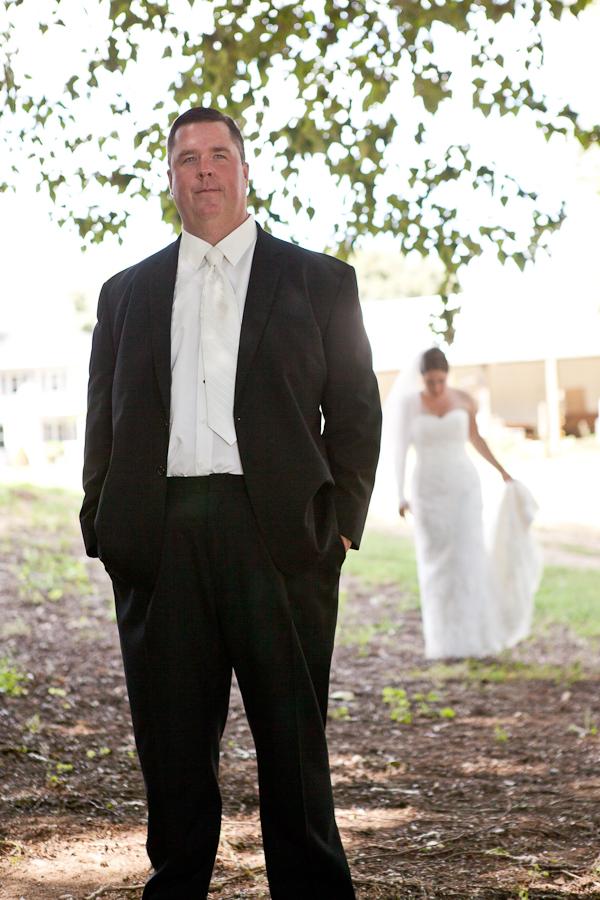 wedding first look rogue hop yard oregon