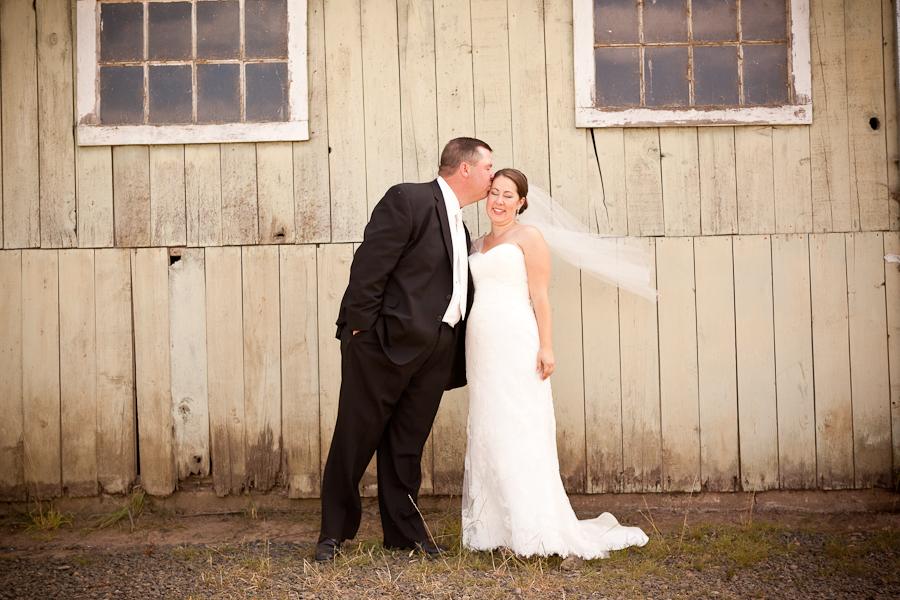 rogue hop farm rustic wedding oregon