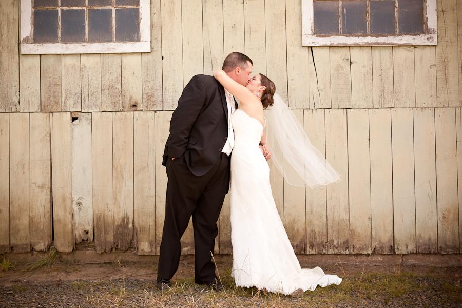 oregon barn wedding photos