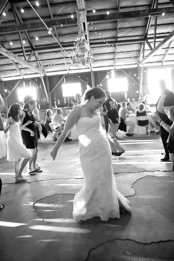 barnyard chic wedding oregon