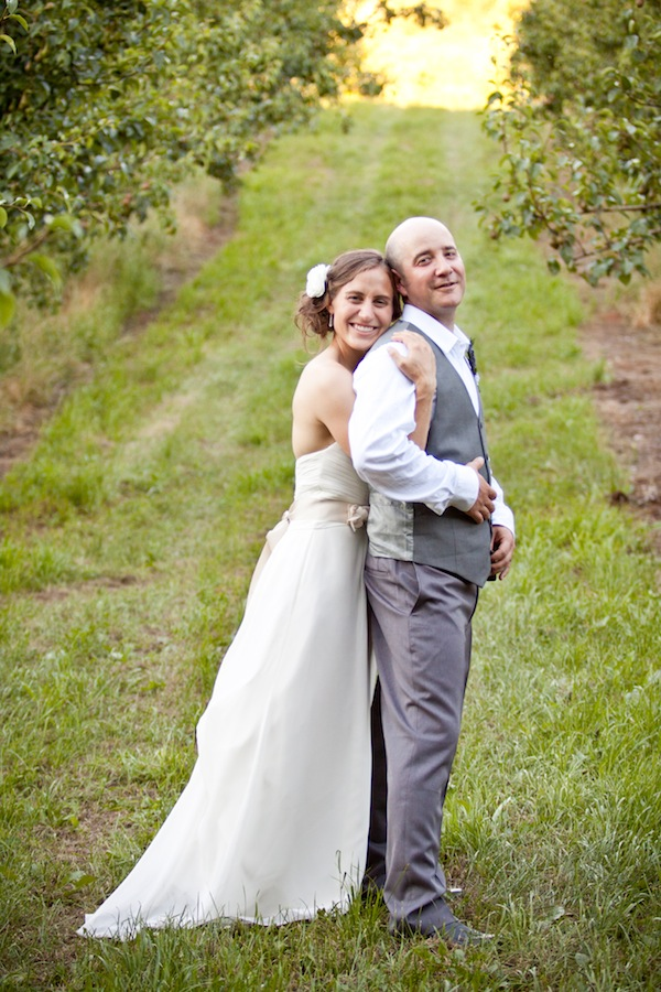 wedding portraits in orchard hood river oregon