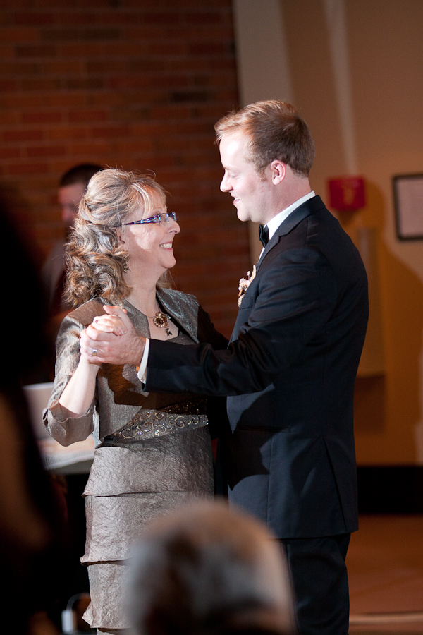 mother_son_wedding_dance_oregon