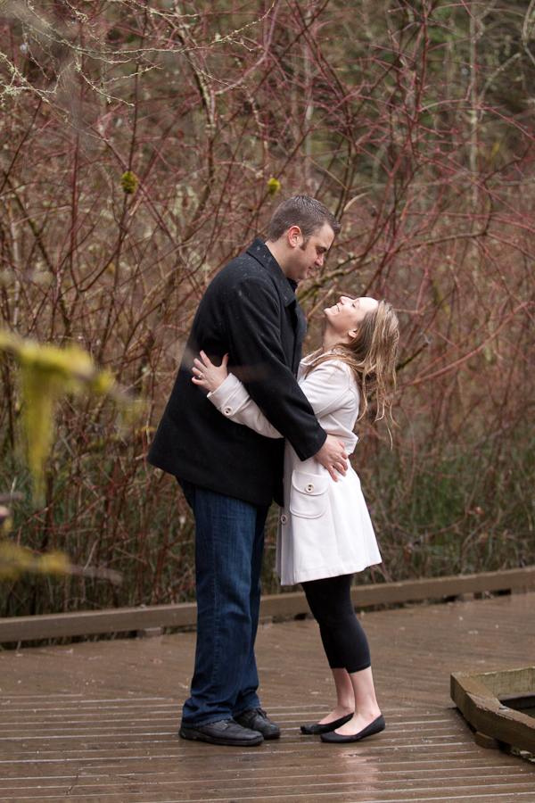 engagement-photos-in-the-rain