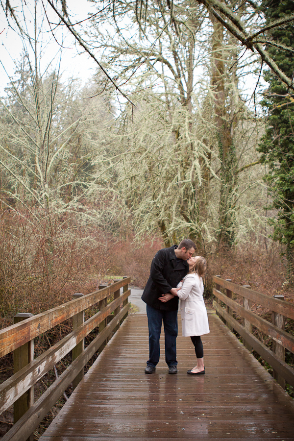 rainy_engagement_photos