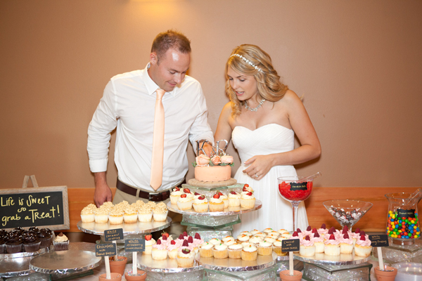cake-cutting-wedding-photographer
