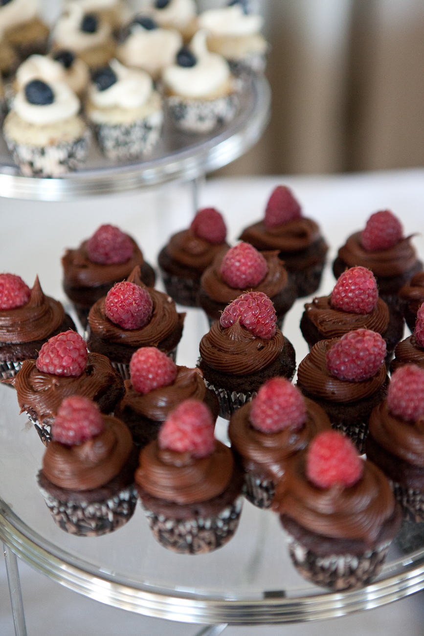 chocolate_raspberry_cupcakes_wedding