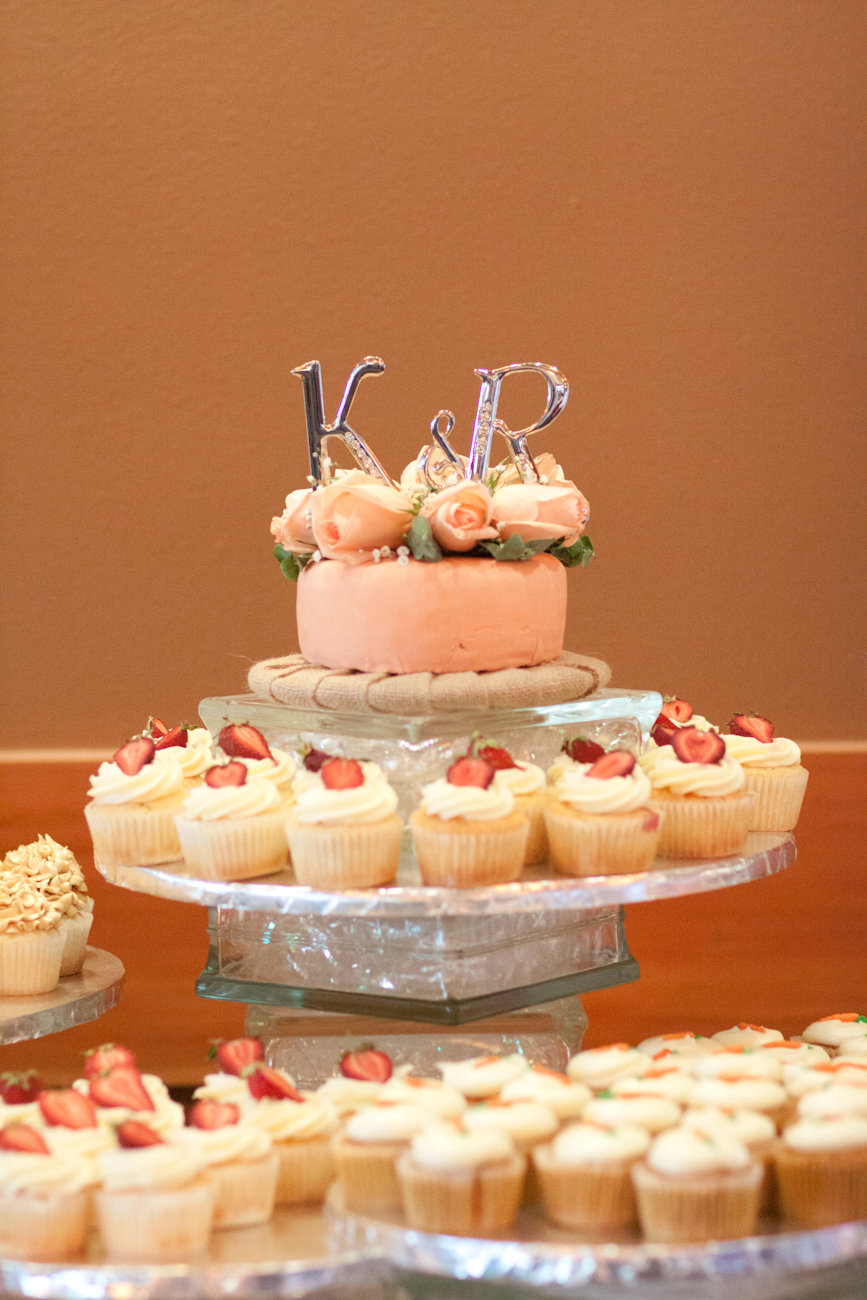 cupcakes-with-strawberries-wedding-cake