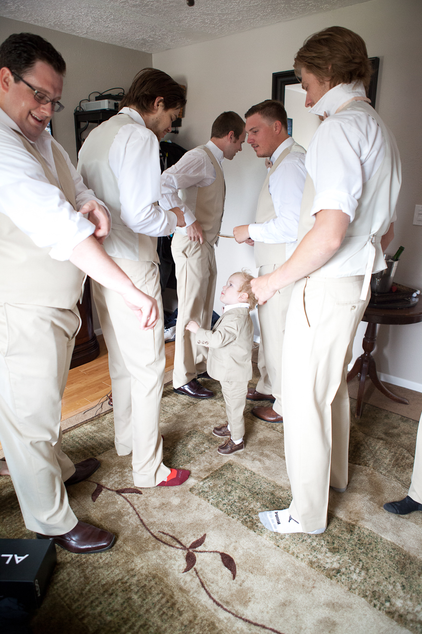 groomsmen_getting_ready_east_fork_country_estate