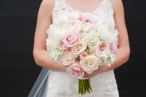 portland-wedding-bouquet-pink-peach-white-roses