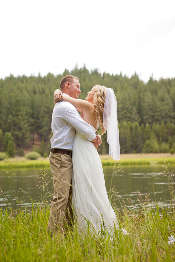 riverside_wedding_sunriver_oregon
