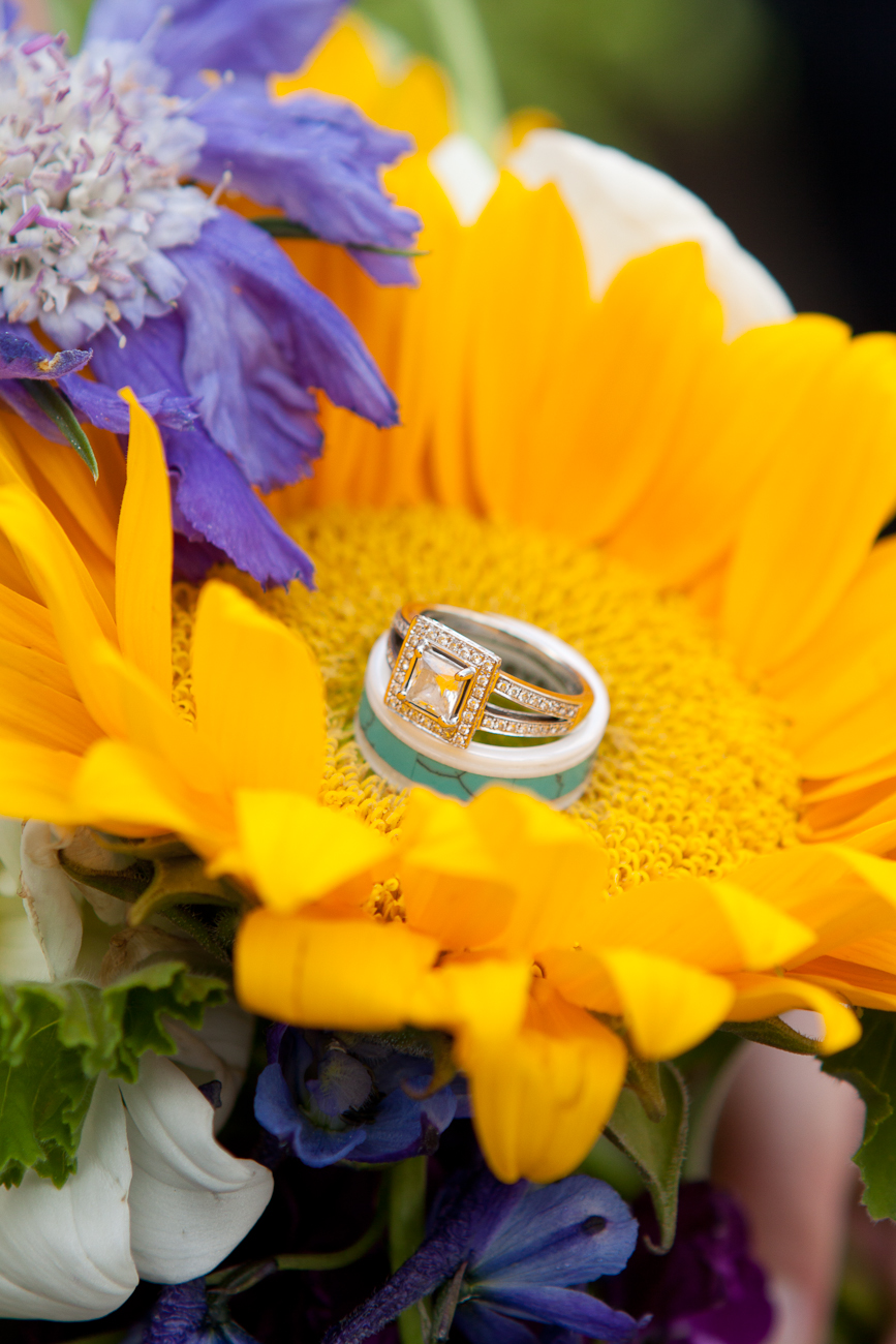 sunflower_bouquet_blue_ring_white_marble