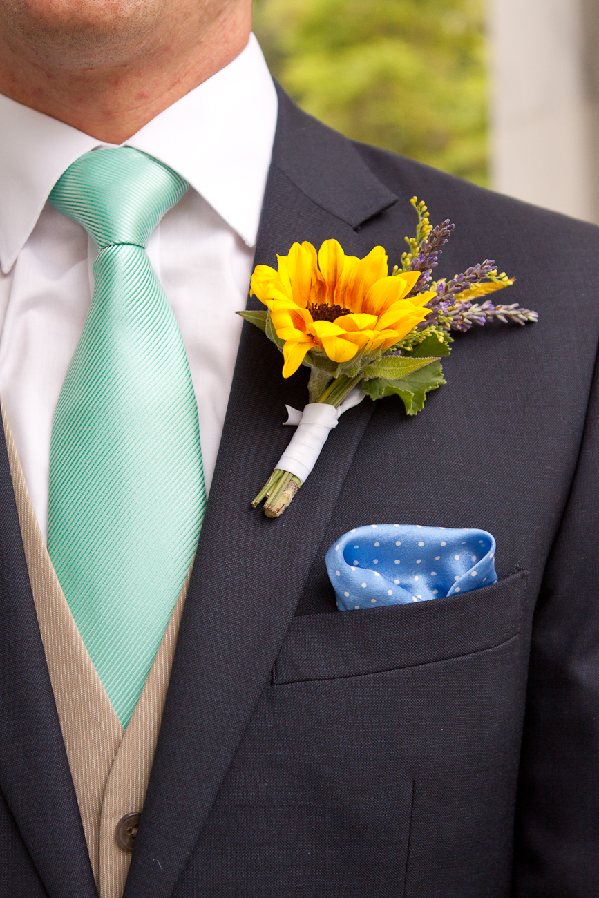 sunflower_boutonniere