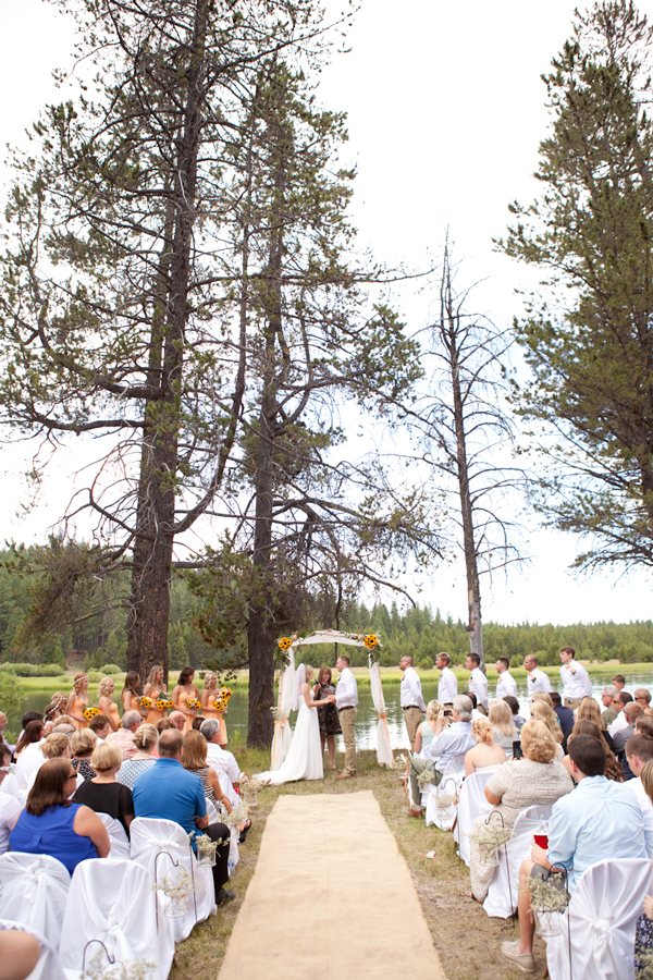 wedding-ceremony-in-the-woods-oregon