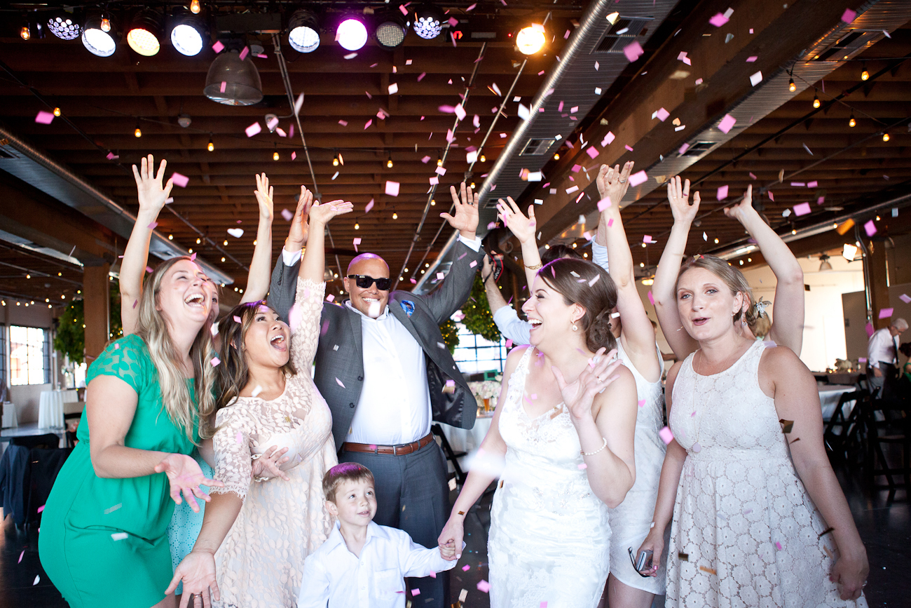 wedding-dance-with-gold-glitter-confetti