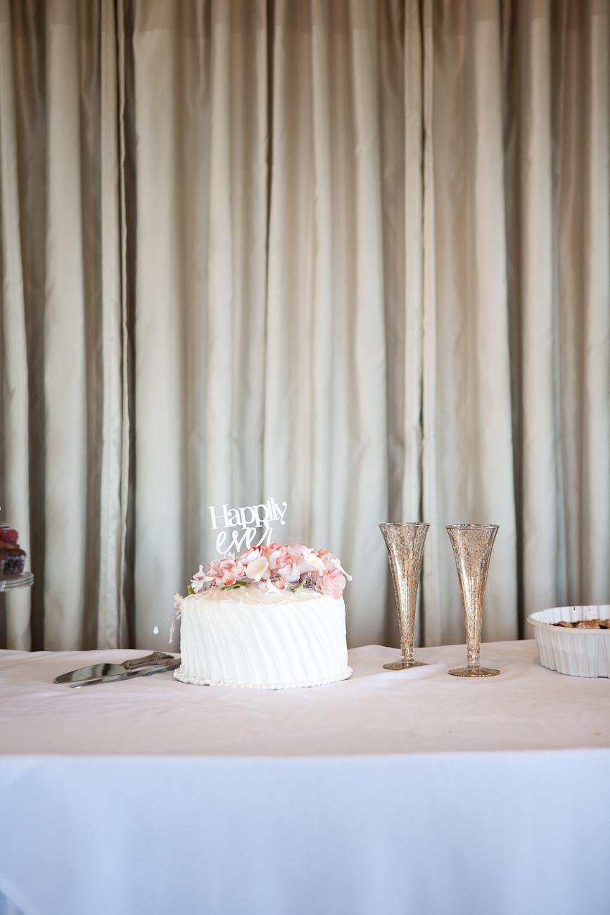 wedding_cake_peach_flowers