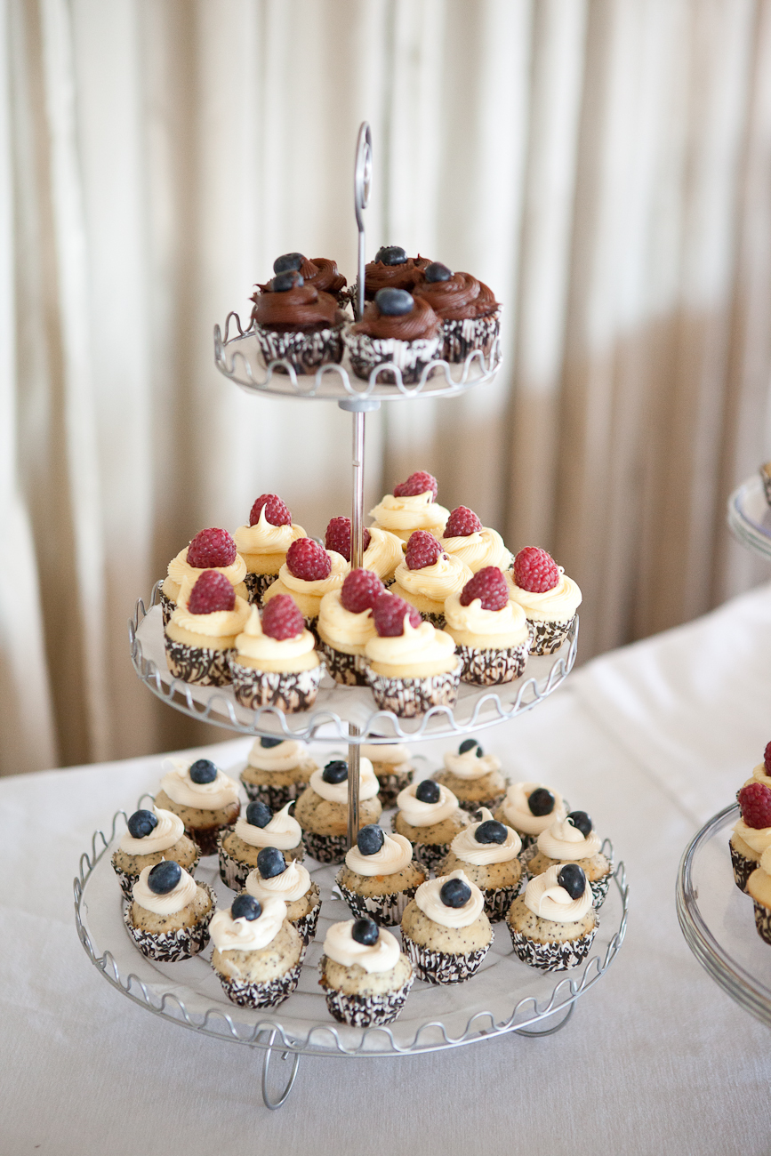wedding_dessert_blueberry_cupcakes