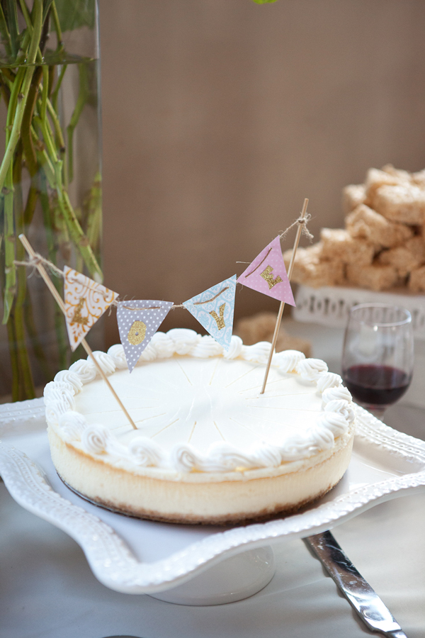 white-cheesecake-wedding-cake-pendant-banner-topper