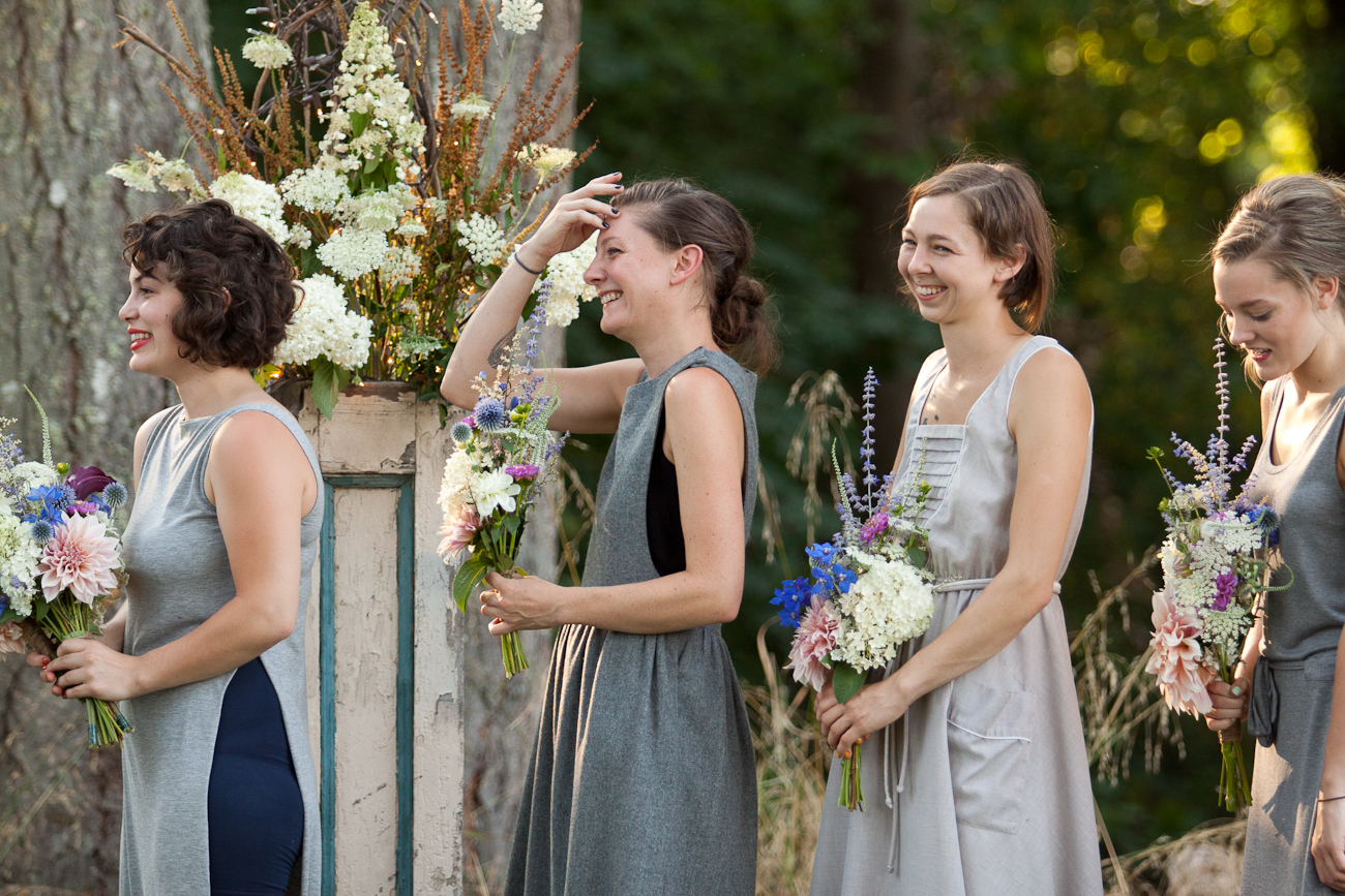 bridesmaids_laughing_wedding_ceremony