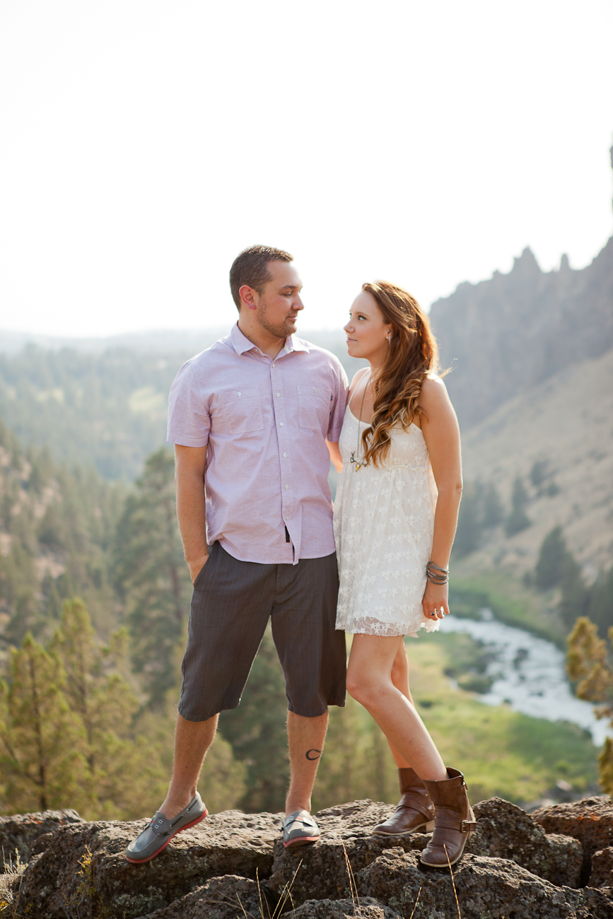 engagement_photos_deschutes_river_valley