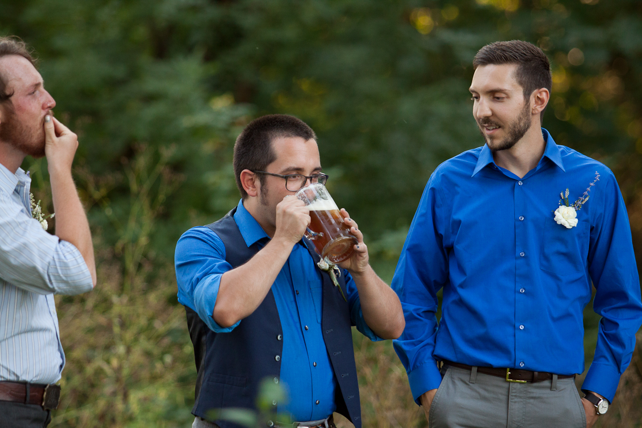 groomsmen_beer_wedding_ceremony