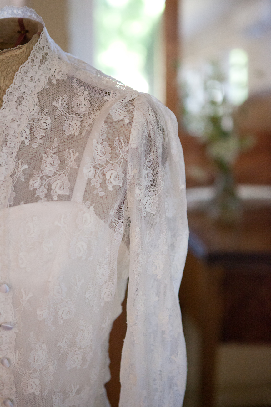 lace_longsleeve_wedding_dress