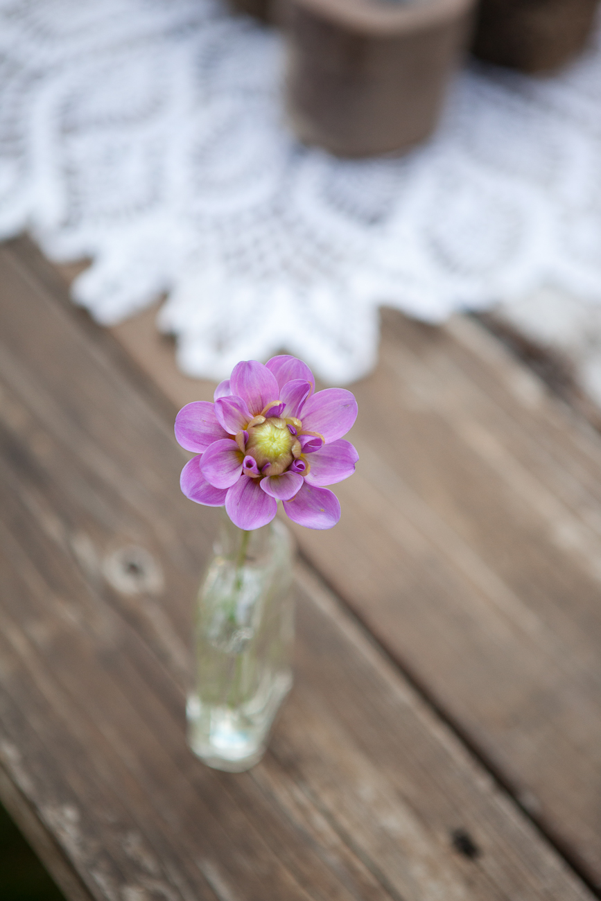rustic_wedding_table_mixed_vases_purple_flowers