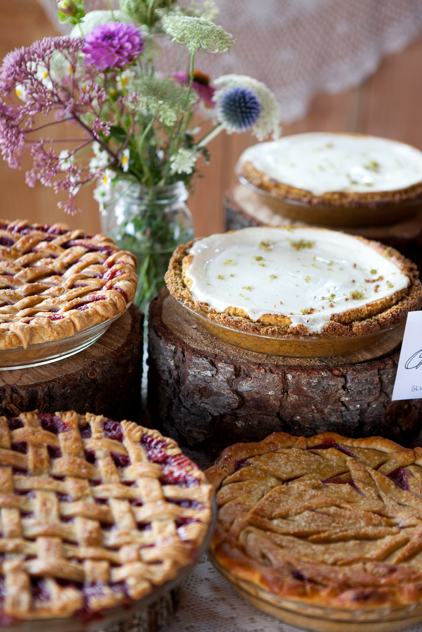 stumps_as_pedestals_for_wedding_dessert_pies
