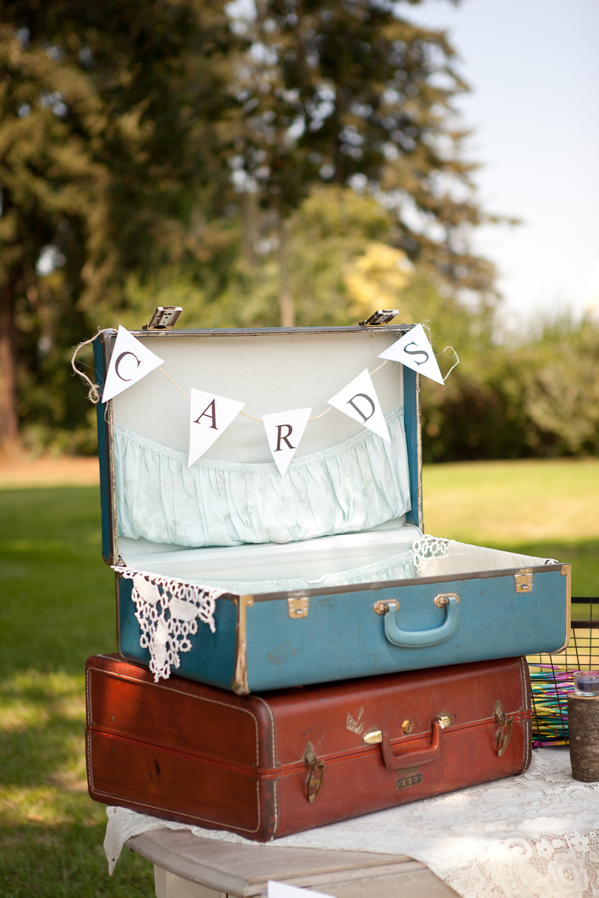 wedding_cards_in_vintage_suitcases