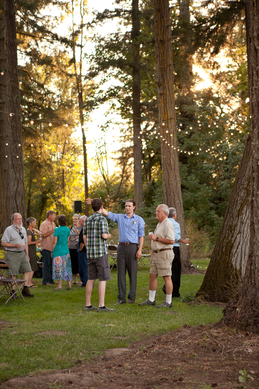 wedding_cocktail_hour_outside_woodsy_rustic