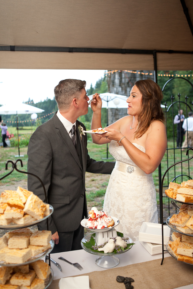 berry-shortcake-cake-cutting-wedding