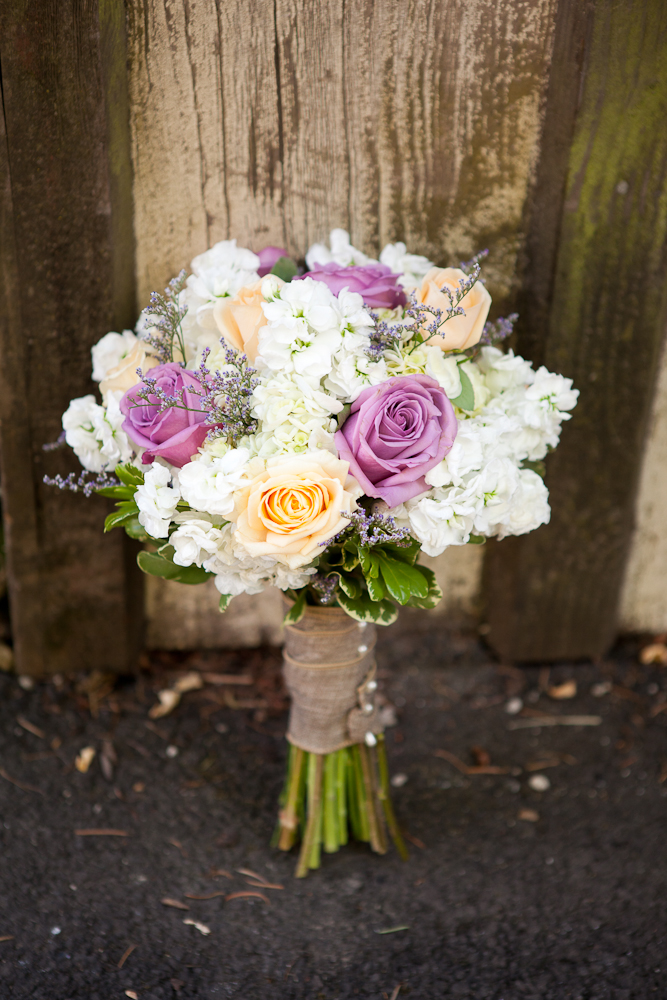 bouquet_burlap_white_lavendar_peach_light_purple