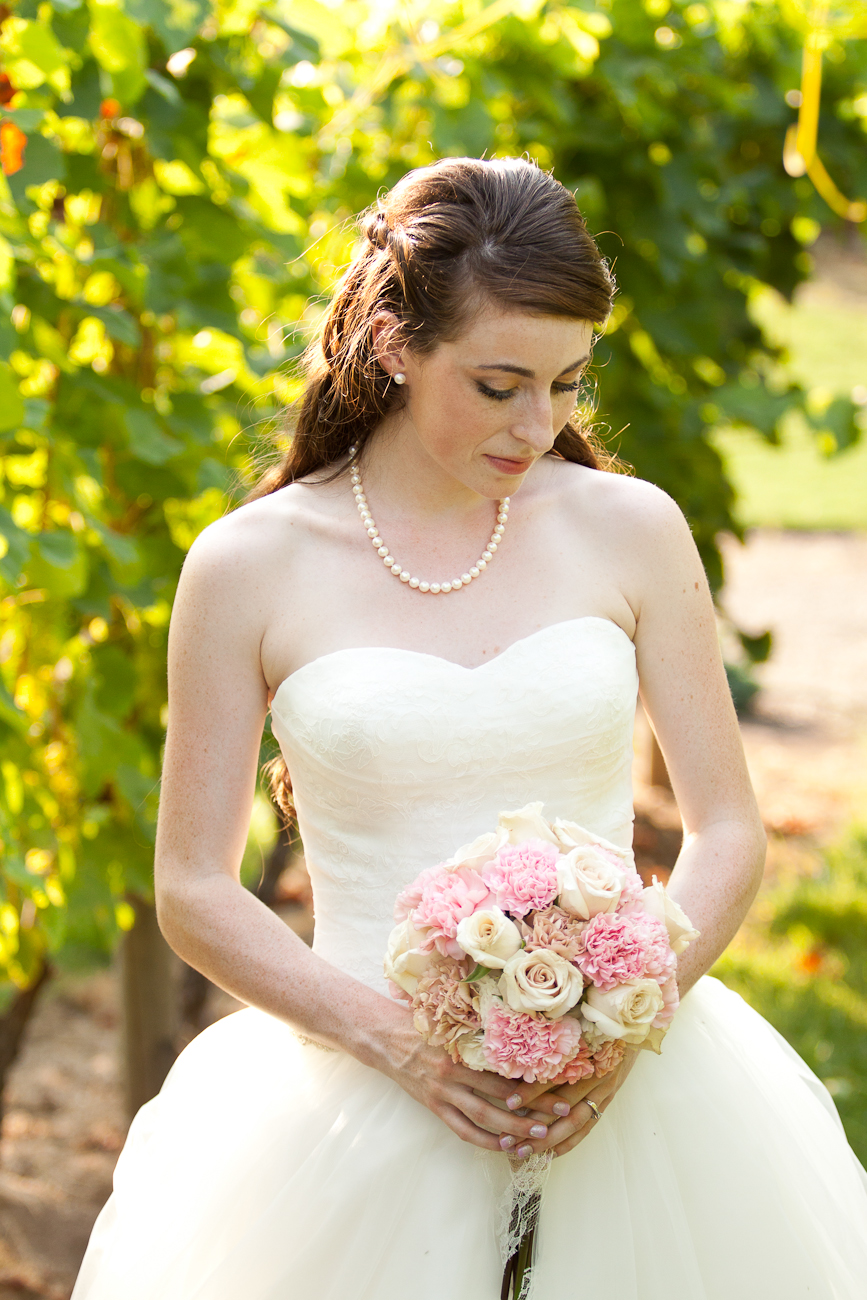 bridal_portrait_in_vineyard