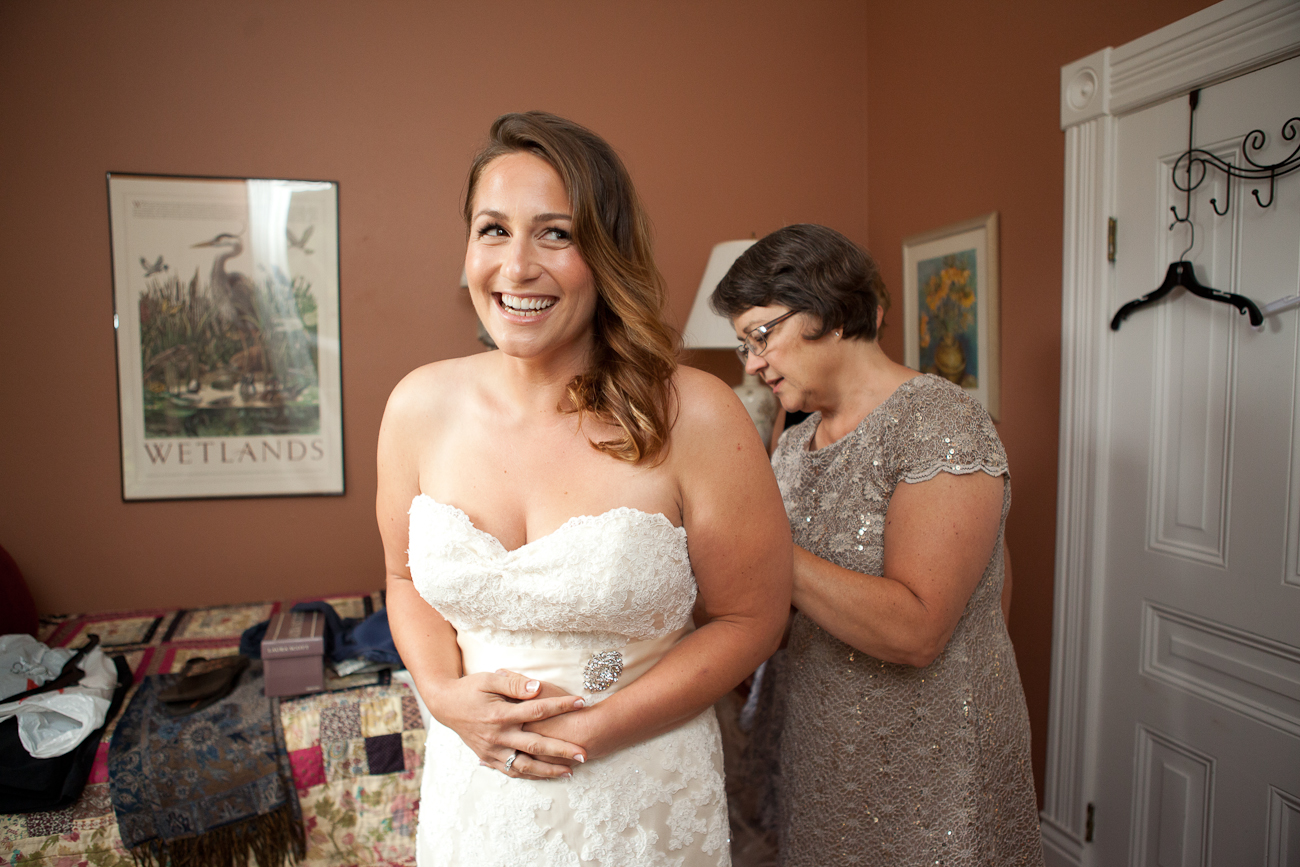 bride-getting-ready-clackamas-river-farm