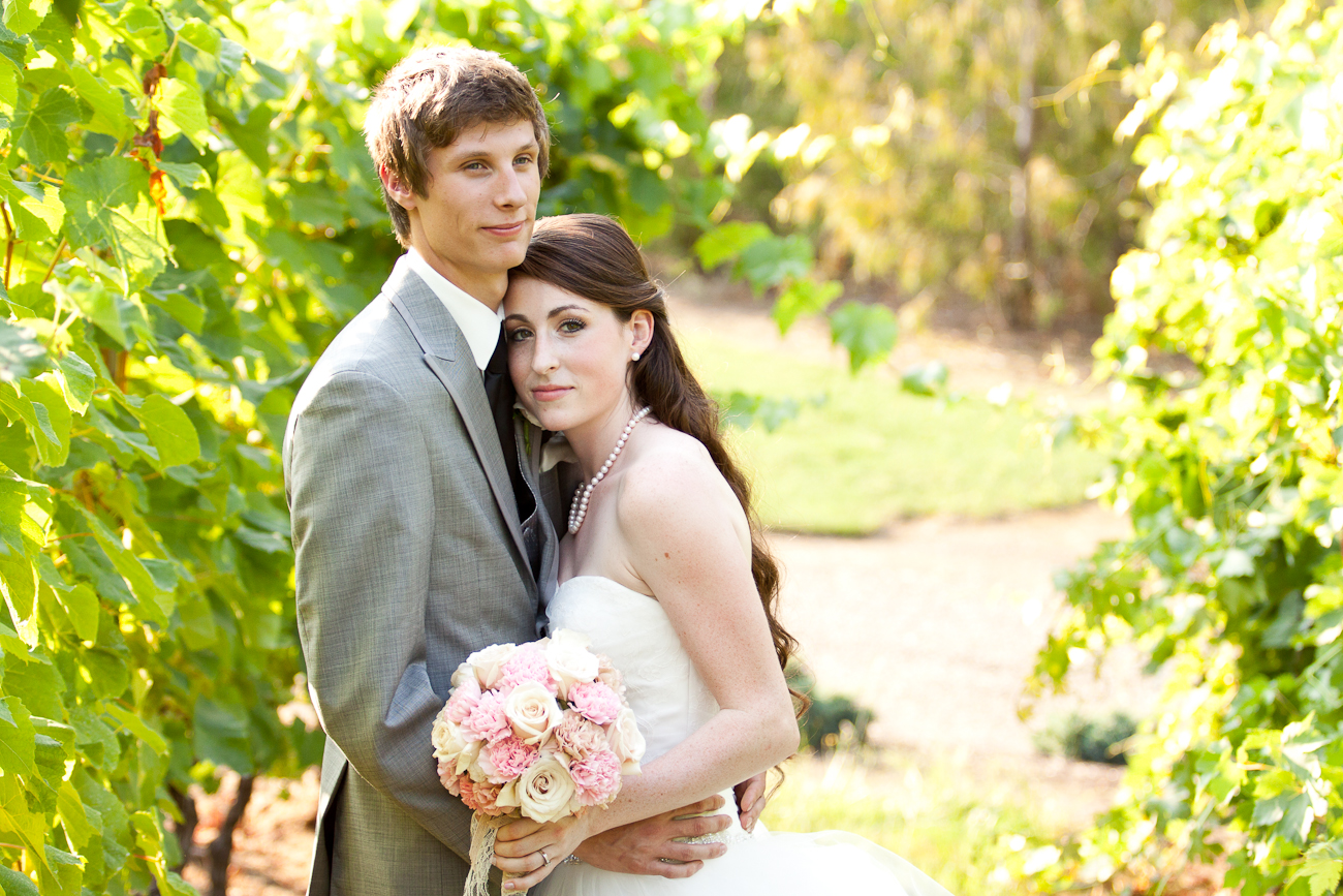 bride_groom_aurora_colony_vineyard