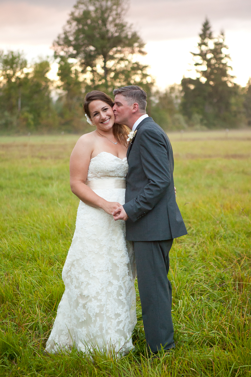 clackamas-river-farm-outdoor-sunset-wedding
