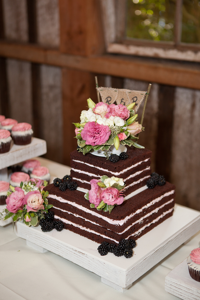 gorgeous_unfrosted_chocolate_square_wedding_cake