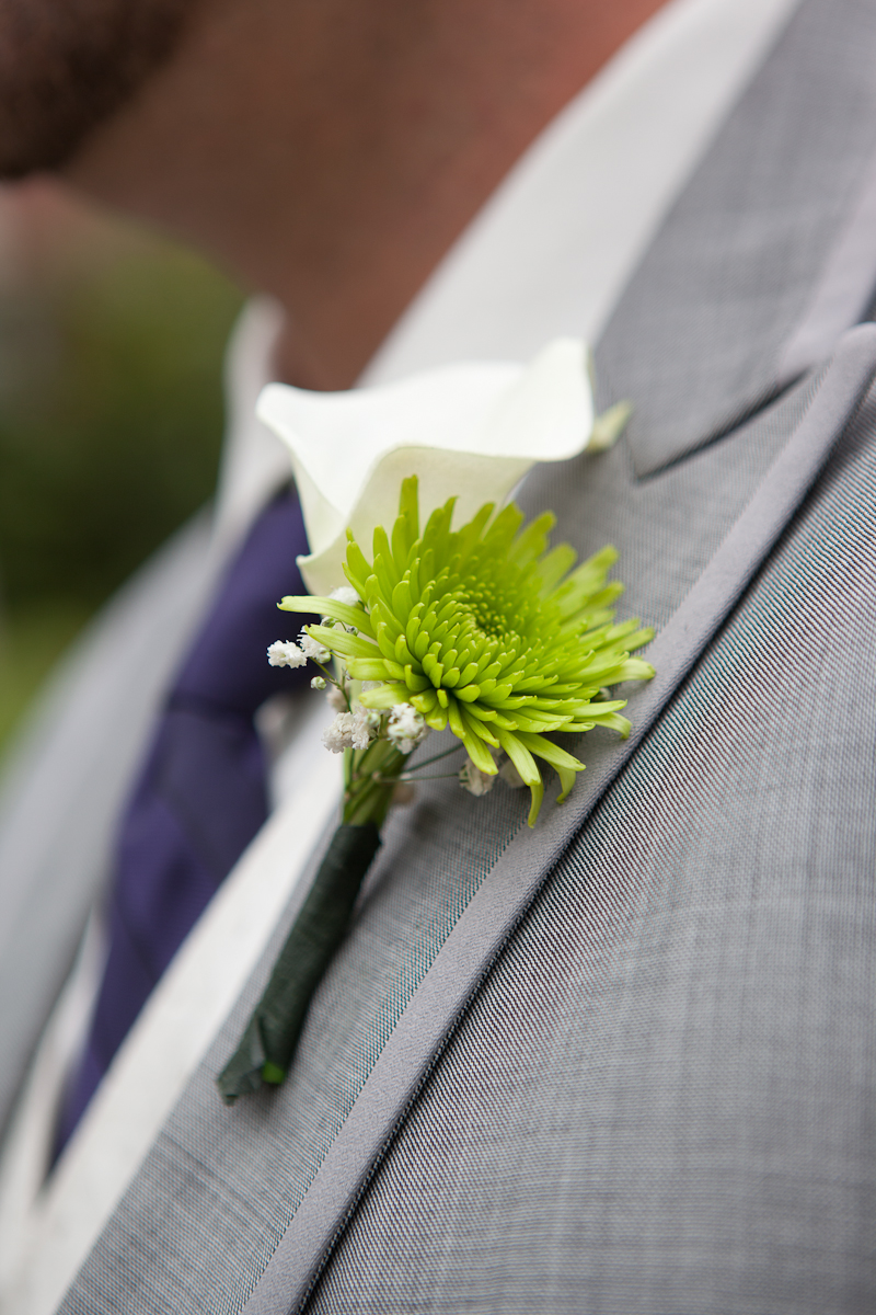 green_flower_boutoinnere_portland-wedding