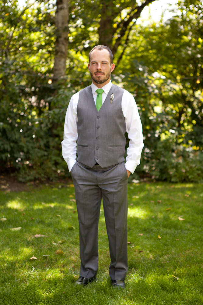 groom_outfit_green_tie_grey_suit_vest