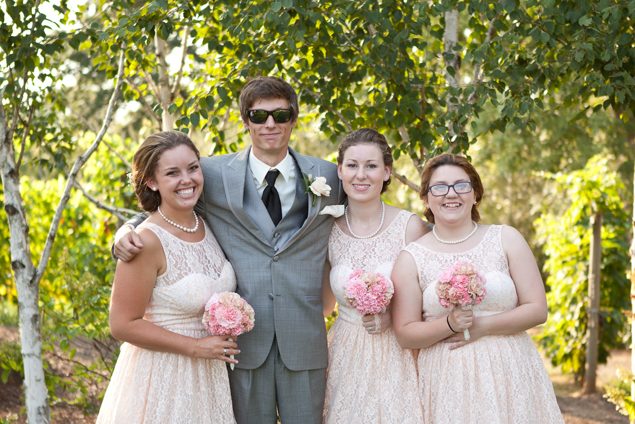 groom_with_bridesmaids_oregon