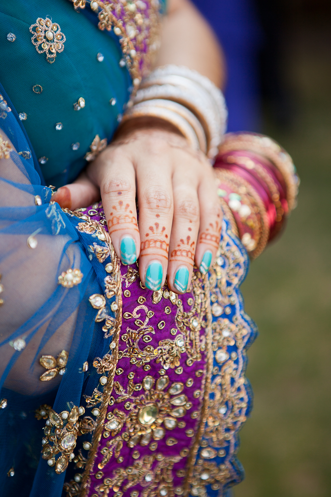 henna-hands-for-bride-with-gold-purple-sari