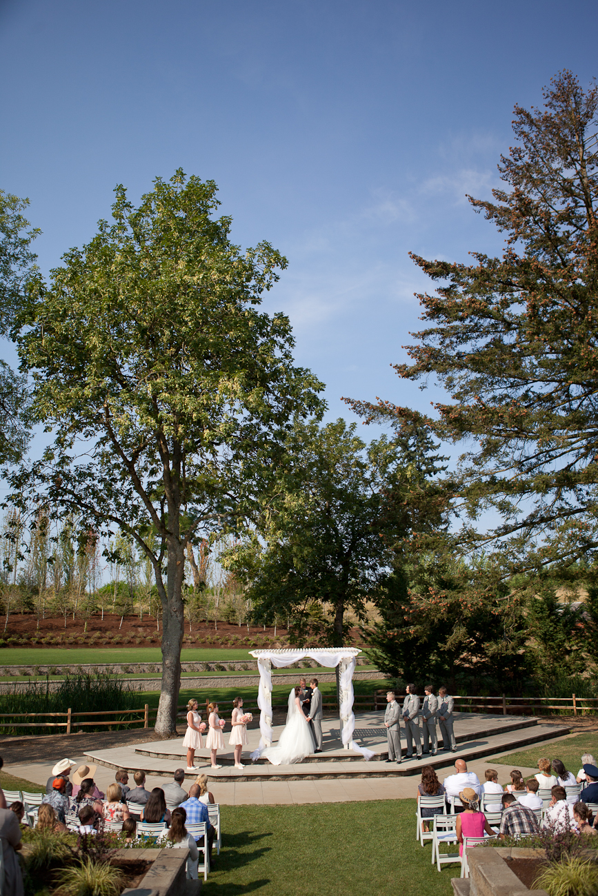 outdoor_ceremony_aurora_colony_vineyards