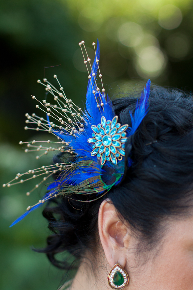 peacock-feather-hairpiece-for-wedding