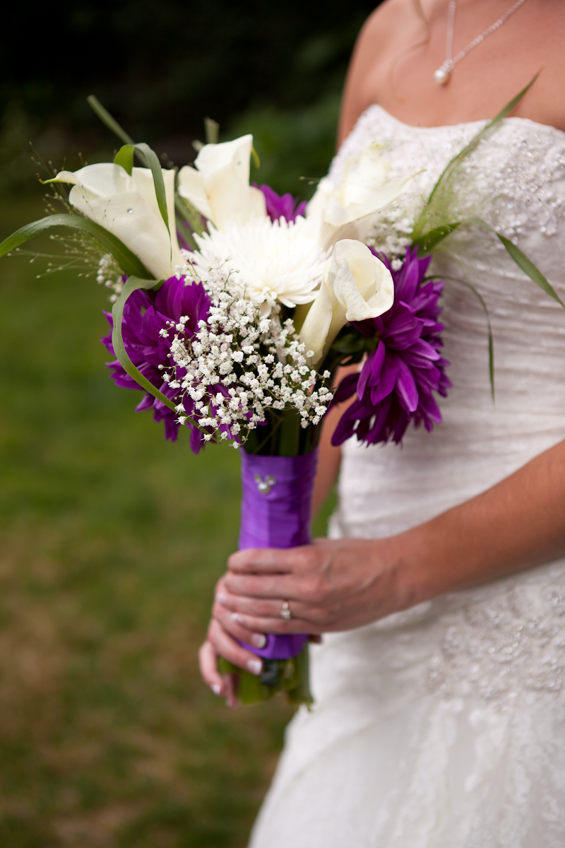 purple_and_white_bridal_bouquet