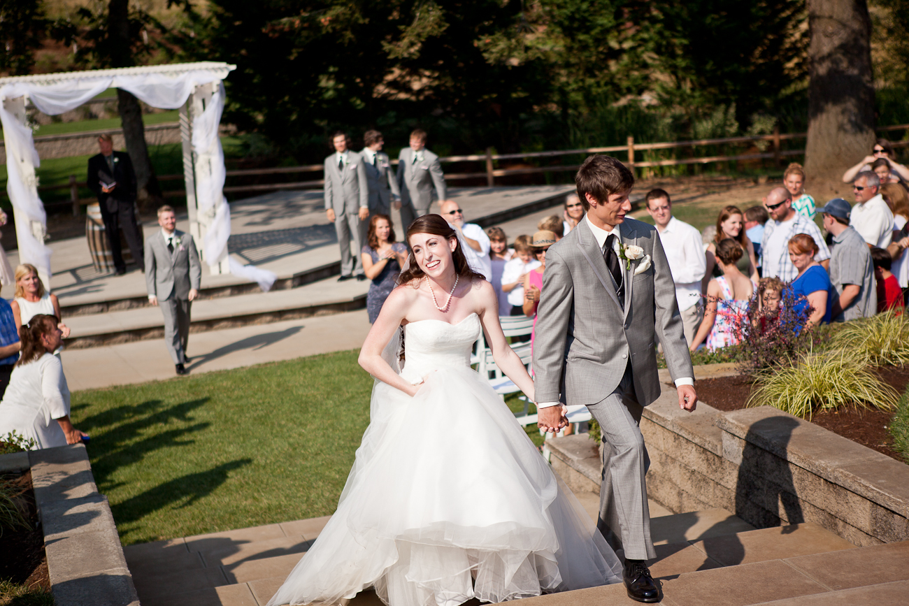recessional_aurora_colony_vineyards_outdoor_amphitheater