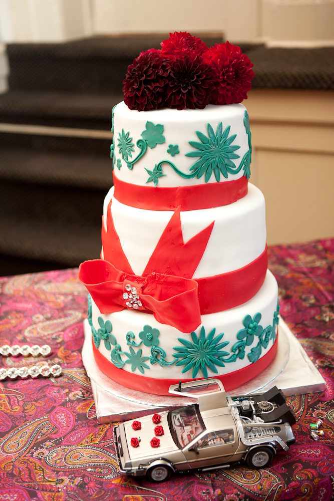 red-teal-white-wedding-cake