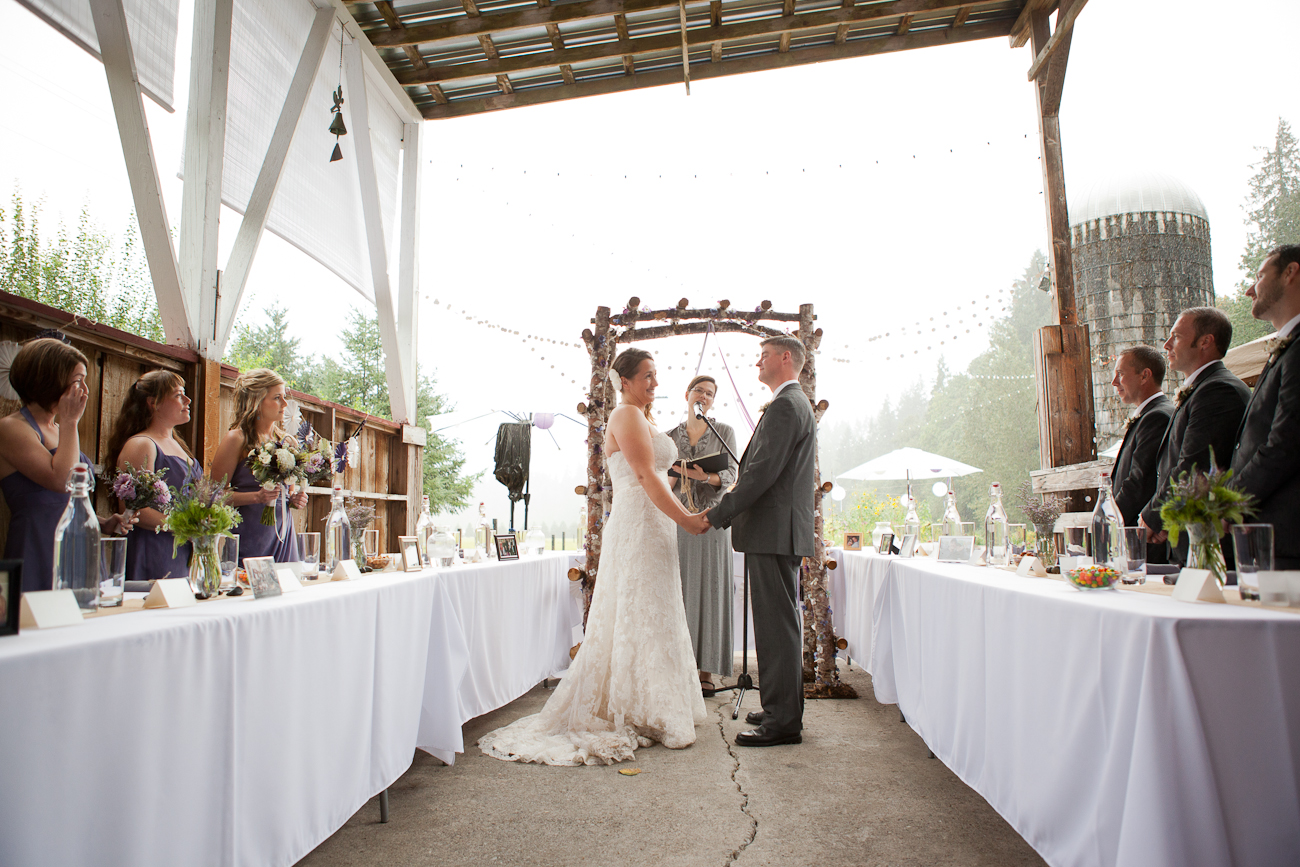 wedding-ceremony-outdoor-in-the-rain-oregon