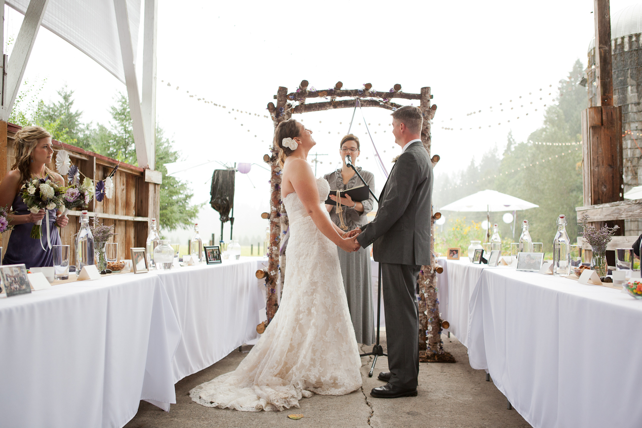 wedding-ceremony-under-cover-in-the-rain-oregon