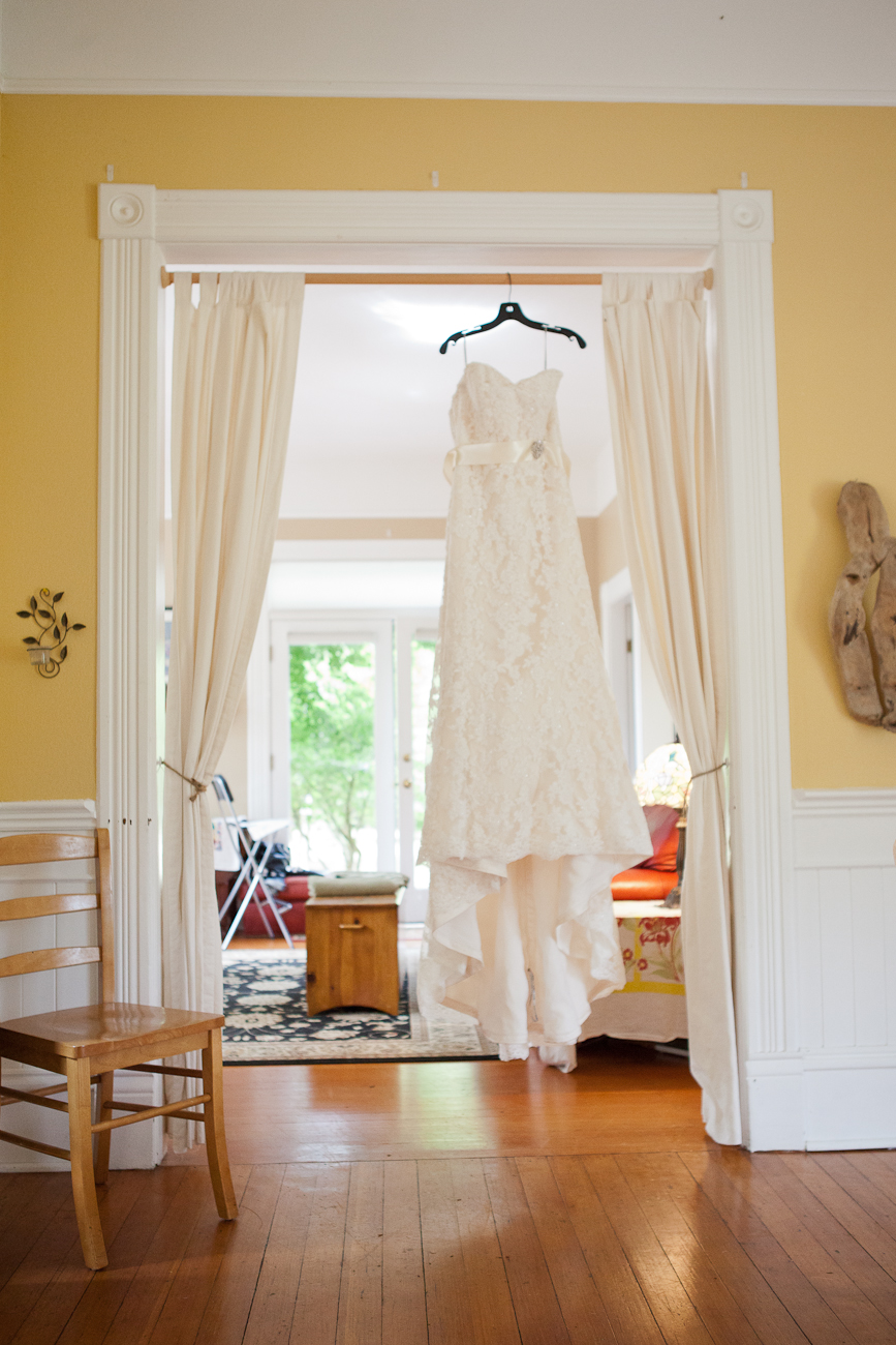 wedding-dress-getting-ready-room-clackamas-river-farm