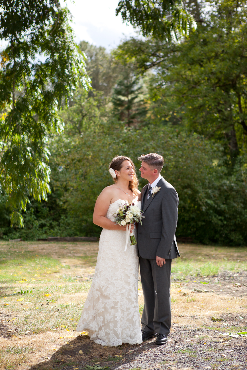 wedding-photographer-clackamas-river-farms