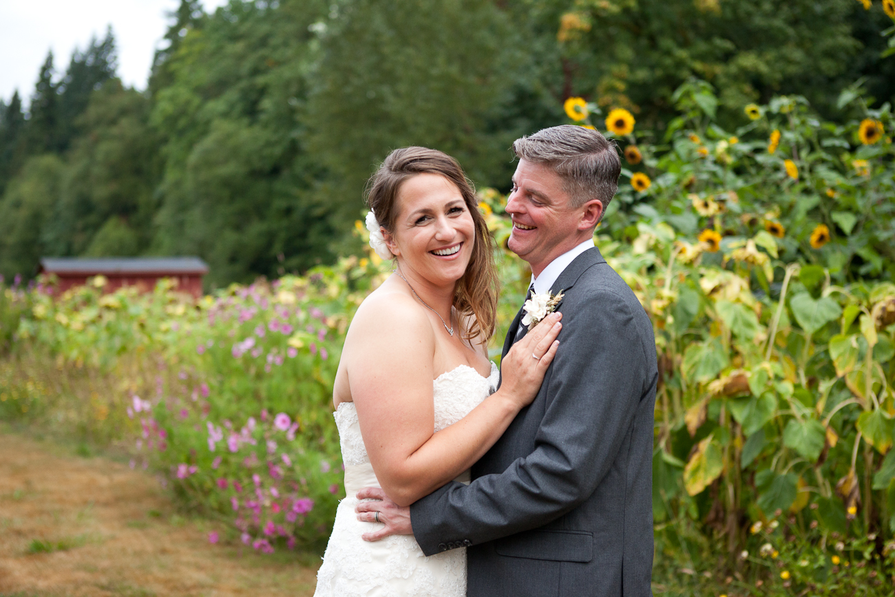 wedding-photos-sunflower-field-oregon